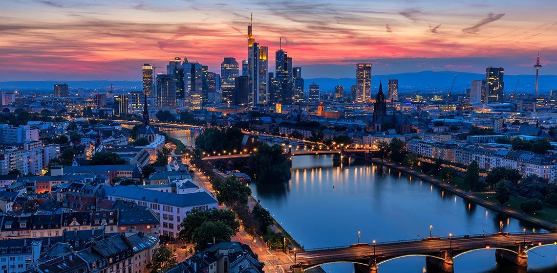 Hafenpark Quartier Frankfurt Wohnen am Main Skyline